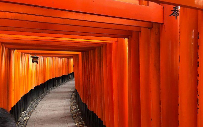 Japonska-zlota-jesien-w-czerwieni-klonow-02