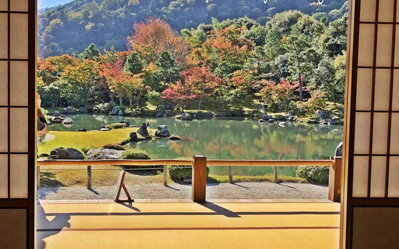 Japonska-zlota-jesien-w-czerwieni-klonow-04