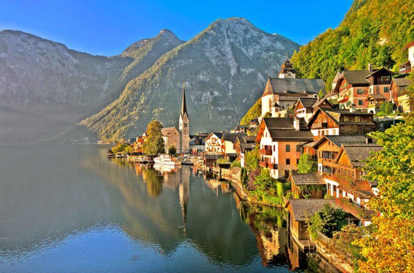 Hallstatt alpine village on a lake in Salzkammergut, Austria